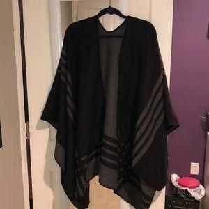 BB Dakota Poncho in Black